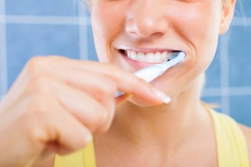 No allo spazzolino dopo i pasti: si rischiano danni seri ai denti